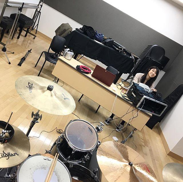 弾き語りの子のリハーサルだったのだがインフルっちゃってるらしく急遽 #スマッシュドライブ (-1)の練習に。まこ、はよ来いw#バンド #リハーサル #バンドリハーサル #スマド #スマドラ #バンド練習 #曲作り