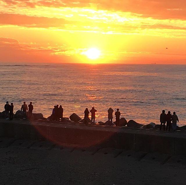 #2018年 の #初日の出 もヤバかった!!! フォロワーさんへエネルギーのリレーができたら嬉しいなぁ。 #あけましておめでとうございます #新年 #御来光 #七ケ浜