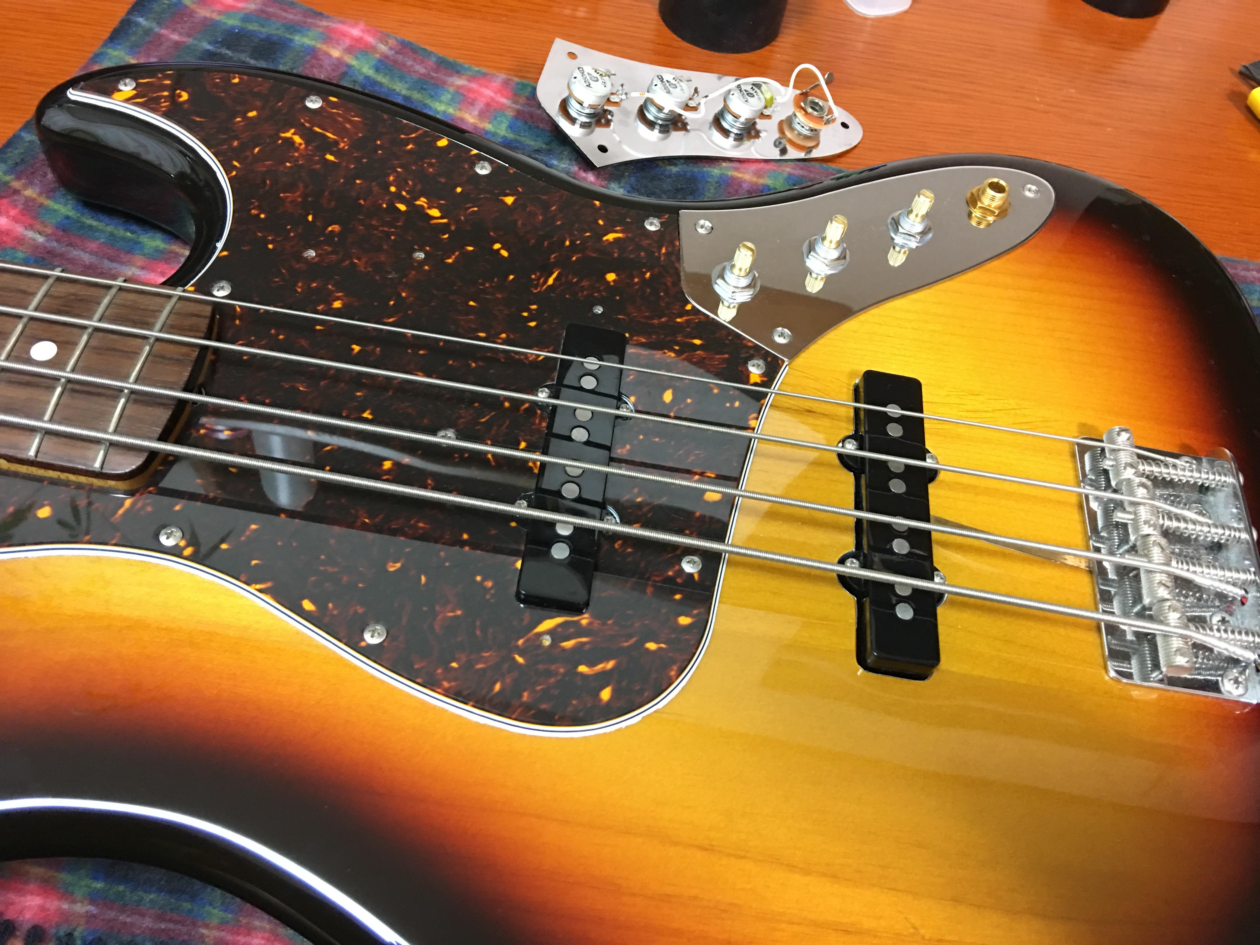 FenderJapan JazzBass サーキットマウント|画像